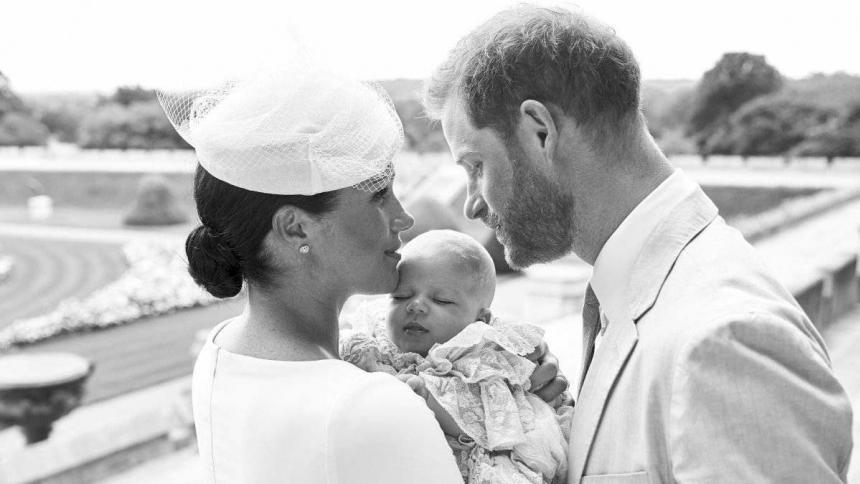 Meghan y Harry junto a su hijo Archie.