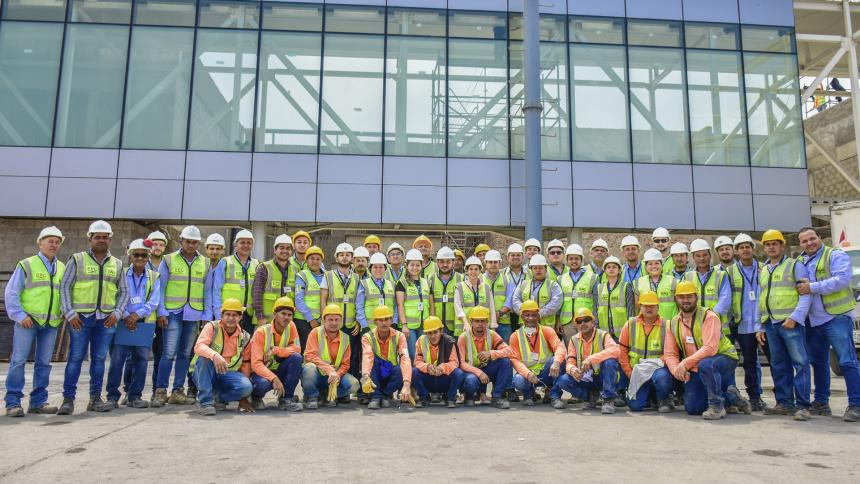 Un grupo de trabajadores posa para el lente de EL HERALDO.