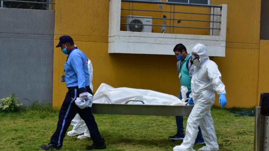 Muere hombre tras caer del noveno piso de un edificio