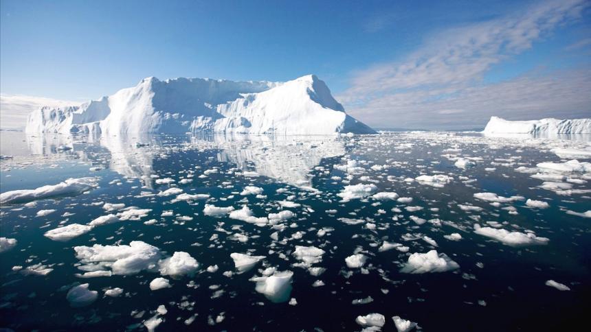 Según los científicos el aumento del nivel del mar está siendo provocado por la pérdida de las plataformas de hielo flotantes que se derriten en el océano.