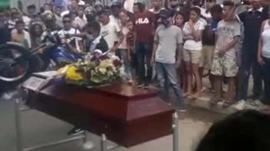En video   Con pique de motos terminó sepelio en Valledupar