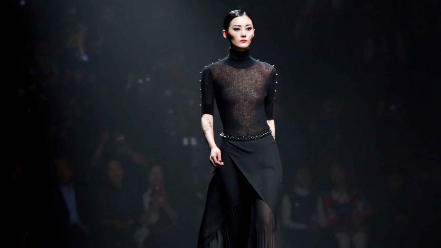 La modelo Sun Yichao durante la Mercedes-Benz China Fashion Week en Beijing, en marzo de 2017.