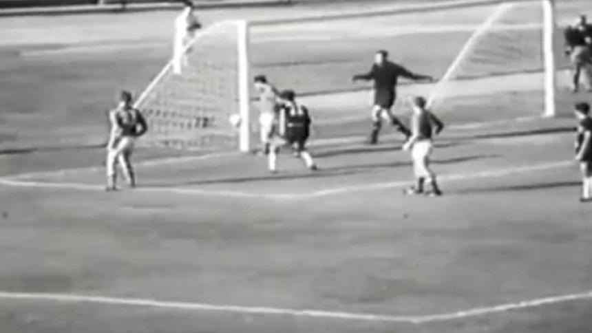 Acción del gol olímpico de Marco Coll ante la Unión Soviética.