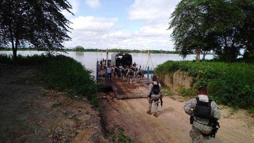Hombres del Gaula de la Armada desplegados por varias poblaciones del Sur de Bolívar.