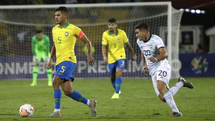 Imagen del duelo entre Brasil y Argentina en el pasado torneo sudamericano sub-20. Ambos equipos clasificaron a los Olímpicos.