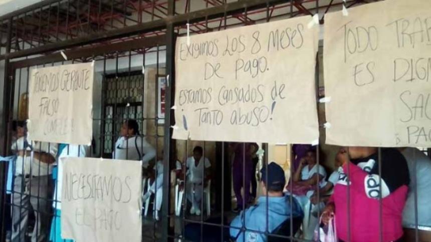 Varias pancartas a la entrada del Hospital Rosario Pumarejo de López de Valledupar.