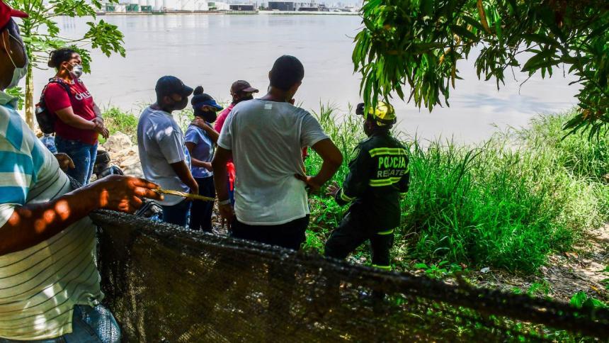 Familiares y equipo de búsqueda y rescate llegaron al lugar en el que el menor habría estado bañándose.