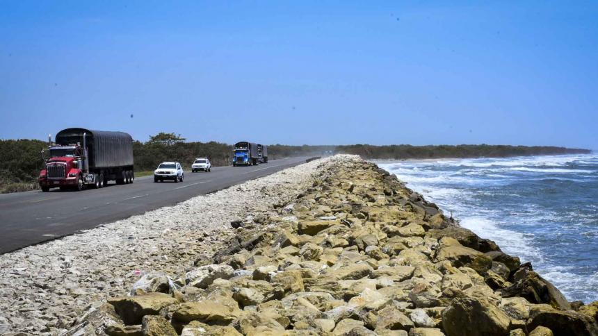 Aspecto de la vía que comunica a Barranquilla con Ciénaga, a la altura del kilómetro 19.