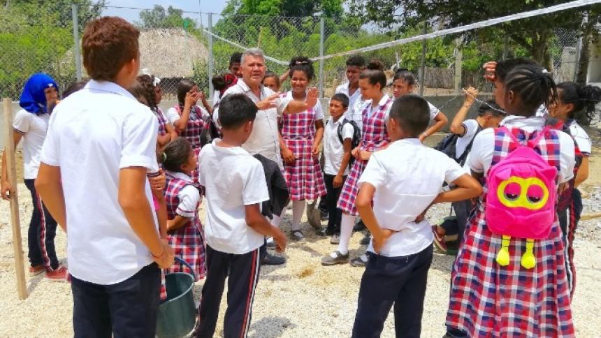 Institución Educativa Técnica Agropecuaria de Macayepo durante una jornada antes de la pandemia.