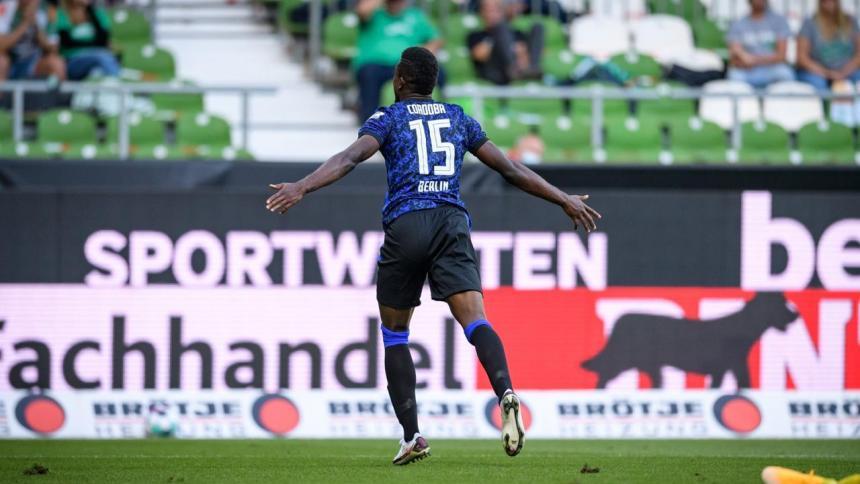 Jhon Córdoba celebró su primer gol con el Hertha Berlín tras una gran temporada pasada con el Colonia.