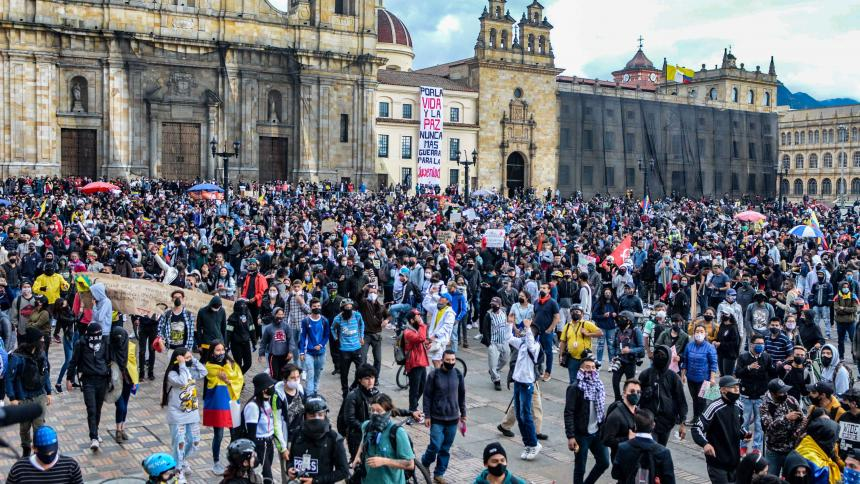 Aspecto de la movilización del paro nacional de este lunes en Bogotá.