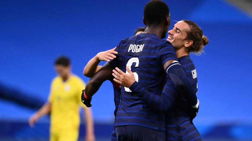 Paul Pogba y Antoine Griezmann celebran una de las anotaciones ante Ucrania.