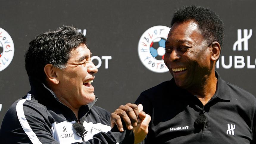Diego Armando Maradona junto a Pelé.