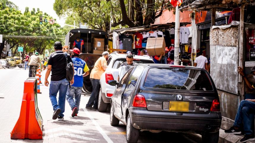 En video | Vía peatonal en el Paseo Bolívar, convertida en un parqueadero