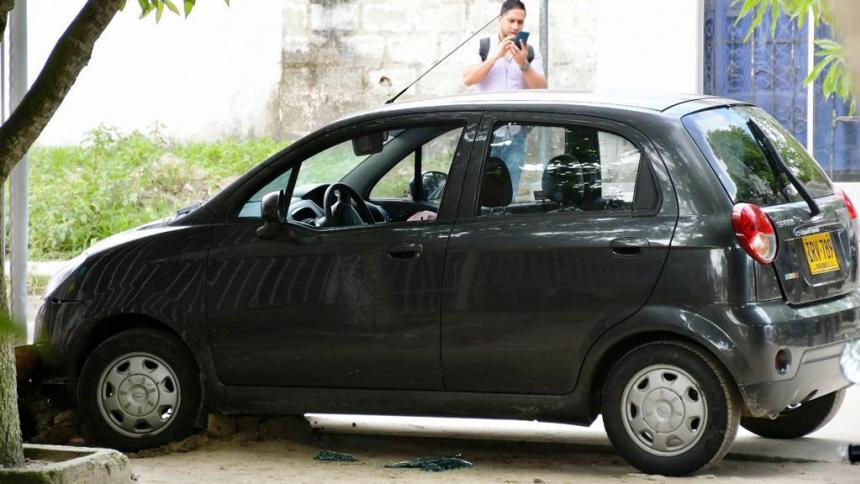 La víctima quedó dentro del vehículo que conducía.