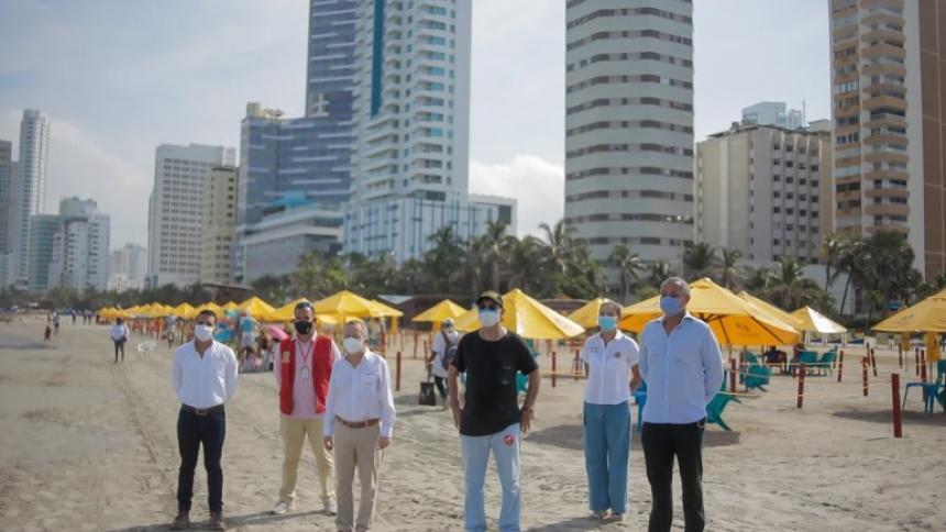 El alcalde William Dau, el presidente de Essentia, Juan Diego Mejía, y representantes de  Ciplas y Colplas.