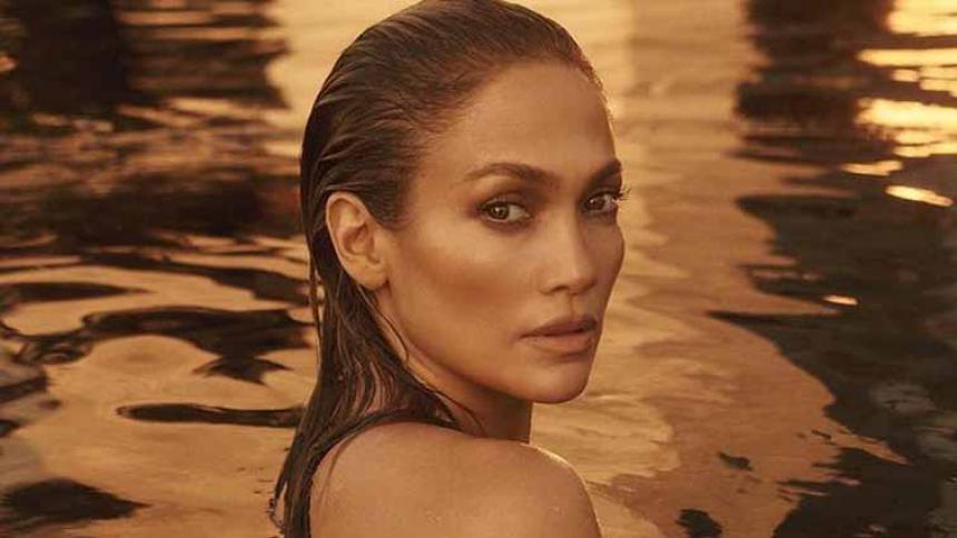 Jennifer López se desnuda completamente para lanzar nueva canción