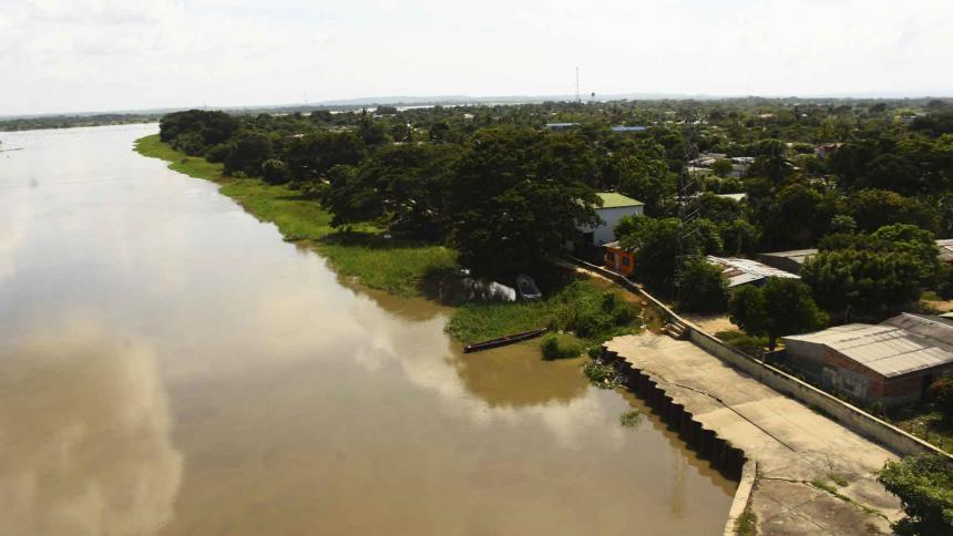 Panorámica del Canal del Dique desde el puente que conduce del Atlántico al municipio de Calamar, en Bolívar.
