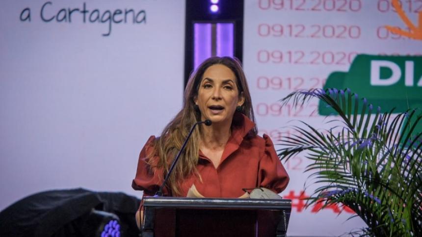 Irina Saer, asesora del despacho de la Alcaldía de Cartagena para temas de transparencia, durante la presentación del Libro Blanco.