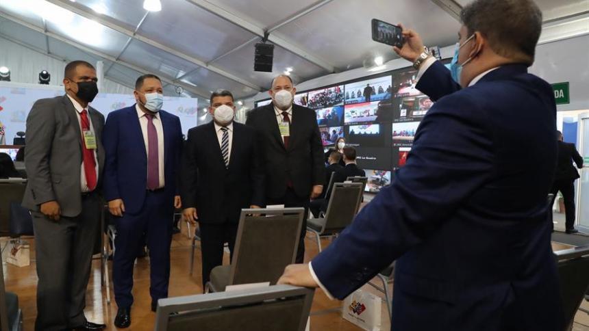 CNE acredita a diputados electos al parlamento venezolano