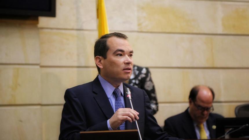 Embajador de Guaidó confía en que Colombia vacune a migrantes venezolanos