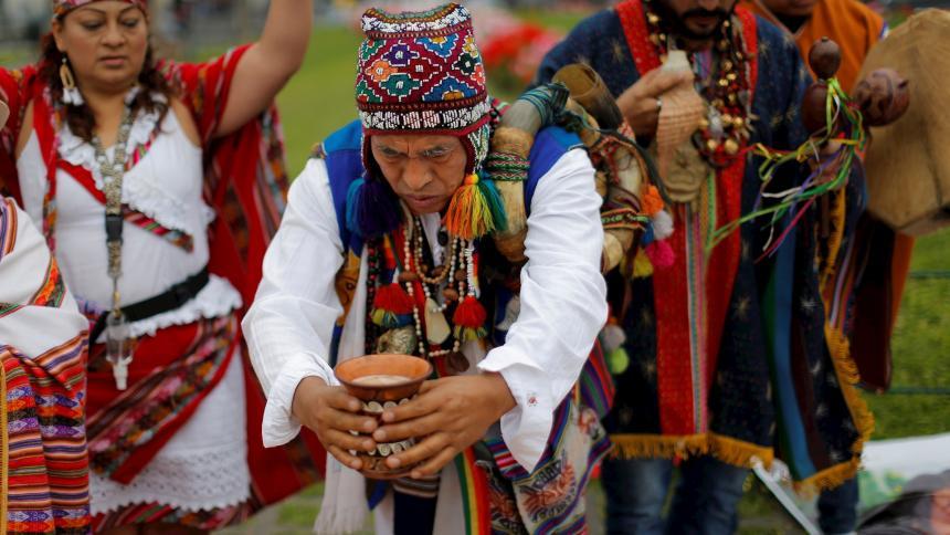 Chamanes peruanos claman tranquilidad y buena salud para 2021