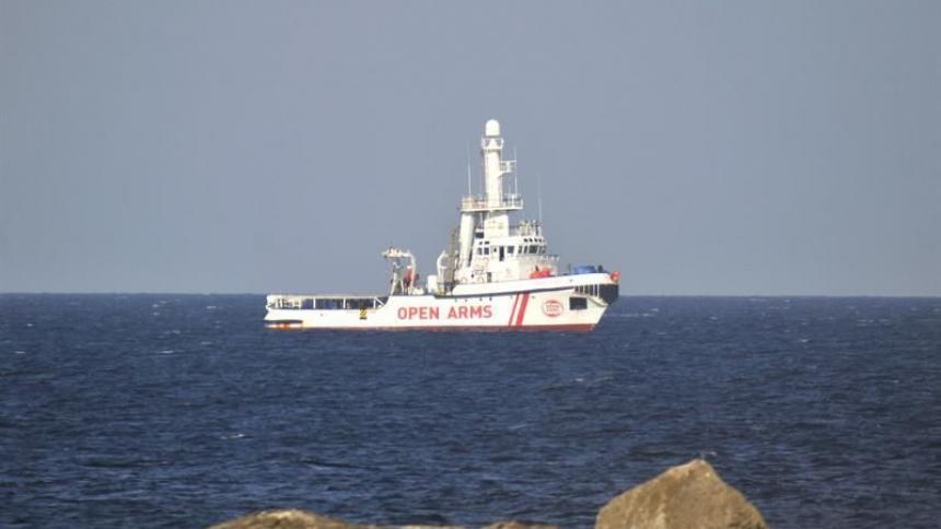 Barco de Open Arms rescata a unos 160 migrantes en el Mediterráneo