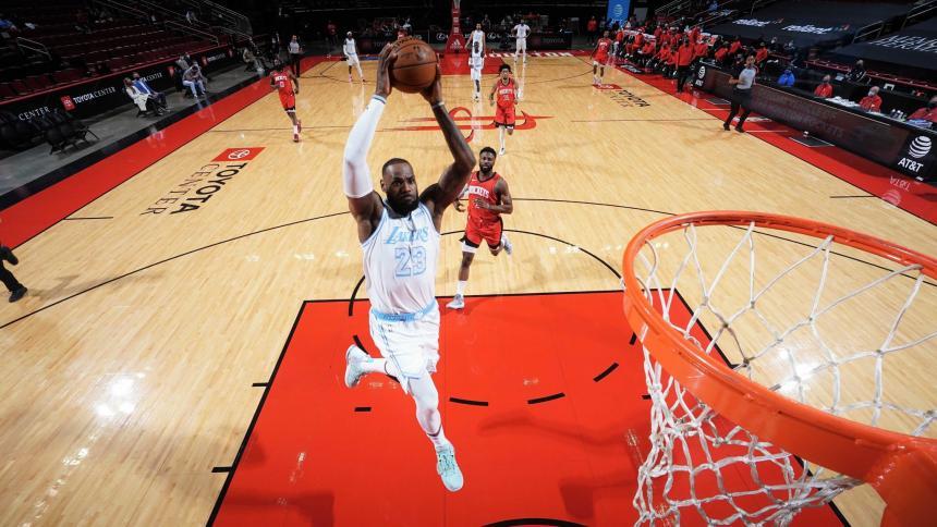 LeBron James y los Lakers vencieron como visitantes sin problemas por 120-102 a los inconsistentes Houston Rockets.
