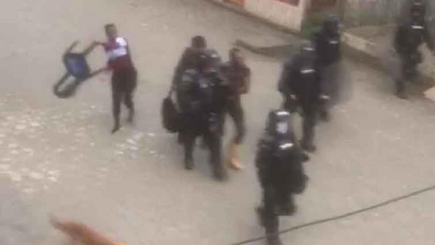 El presunto agresor se entregó a las autoridades para evitar que la comunidad lo linchara.