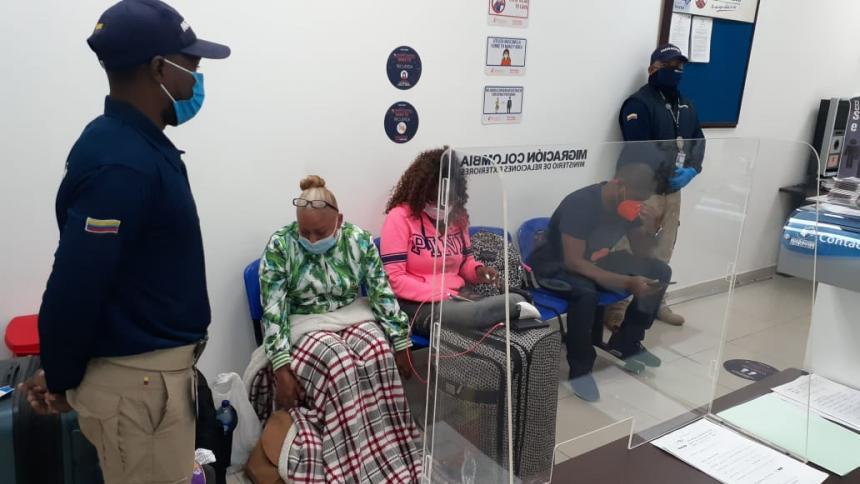 Detienen extranjeros que pretendían salir del país con pruebas PCR falsas