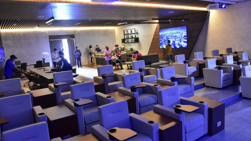 Así luce la sala de exhibición de las suites de Arena del Río, que podrán ser tipo oficina o tipo salón.