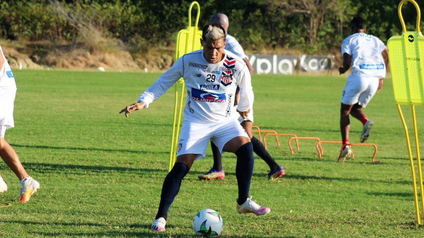 Teófilo Gutiérrez en un entrenamiento con Junior.