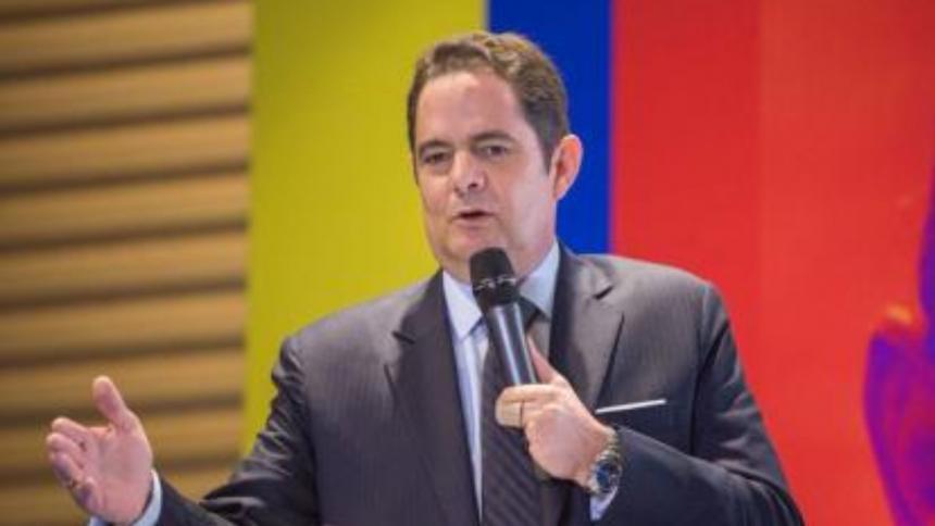 Sector de CR propone a Vargas Lleras ir al Senado