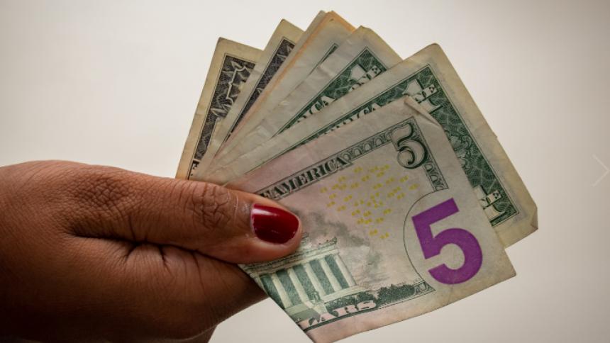 El dólar abre a la baja este martes en Colombia
