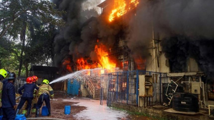 Trece muertos y 26 heridos por explosión en fábrica de pirotecnia en India