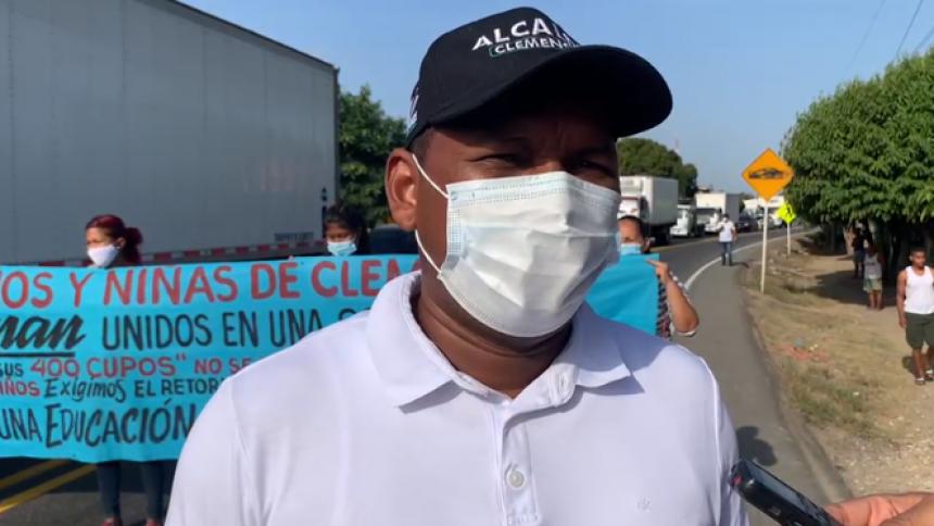 El alcalde de Clemencia, Raúl Cabarcas, acompañó la protesta pacífica de este jueves.
