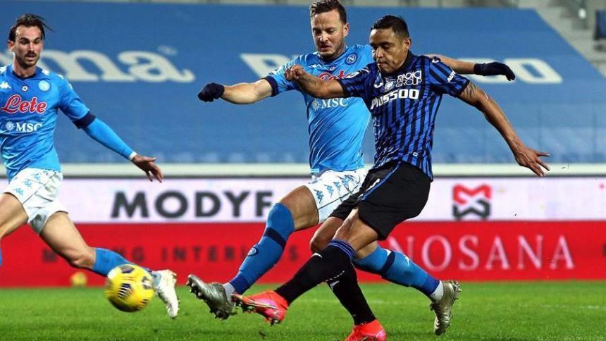 Luis Fernando Muriel en la acción del gol ante Napoli.