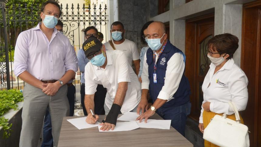 Suspenden por dos meses cobro de peajes a camioneros en Cartagena
