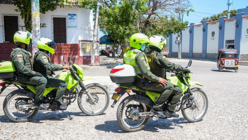 Uniformados patrullando en el departamento del Atlántico.