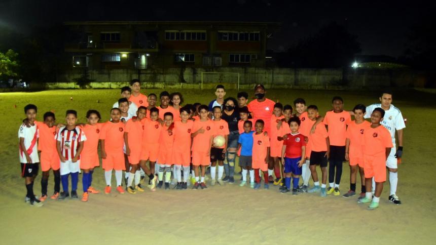 El fútbol y el amor se únen en el Versalles FC