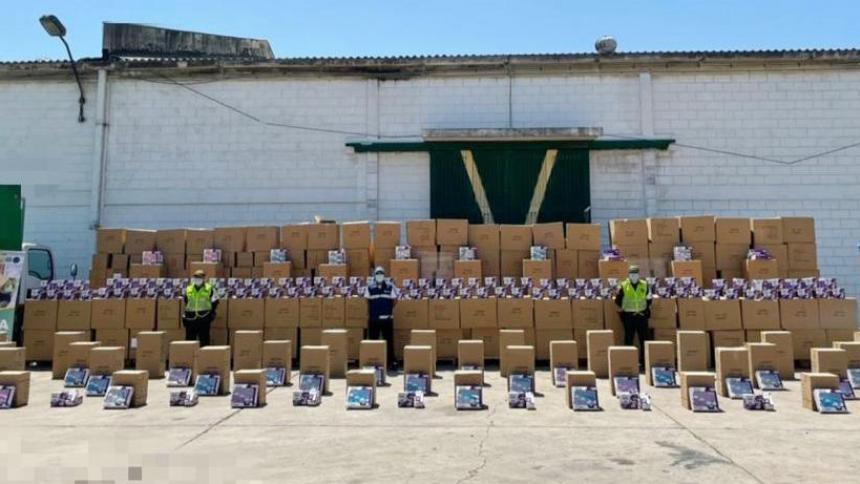 Incautan contenedores con elementos falsificados para el cuidado de bebés