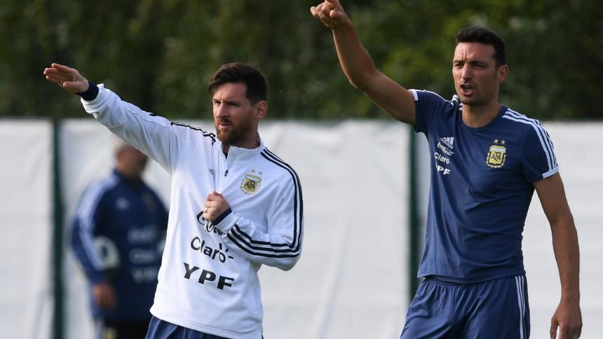 Messi y Scaloni, durante un entrenamiento de la Selección Argentina.