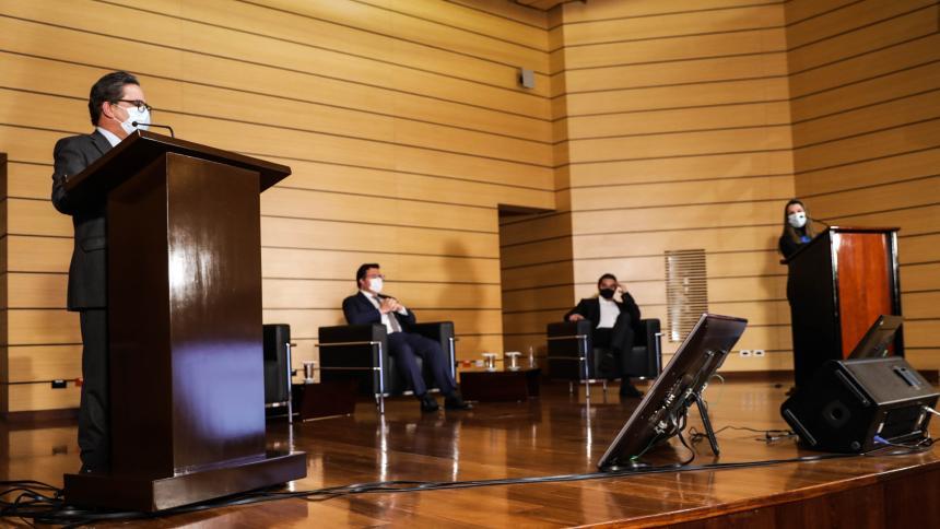El ministro de Hacienda, Alberto Carrasquilla, durante su intervención.