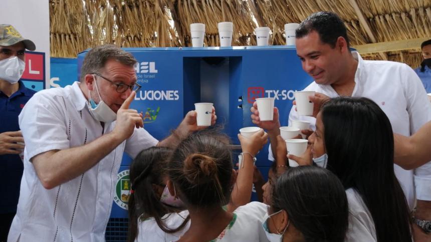 Israel dona a La Guajira máquinas que transforman el aire en agua