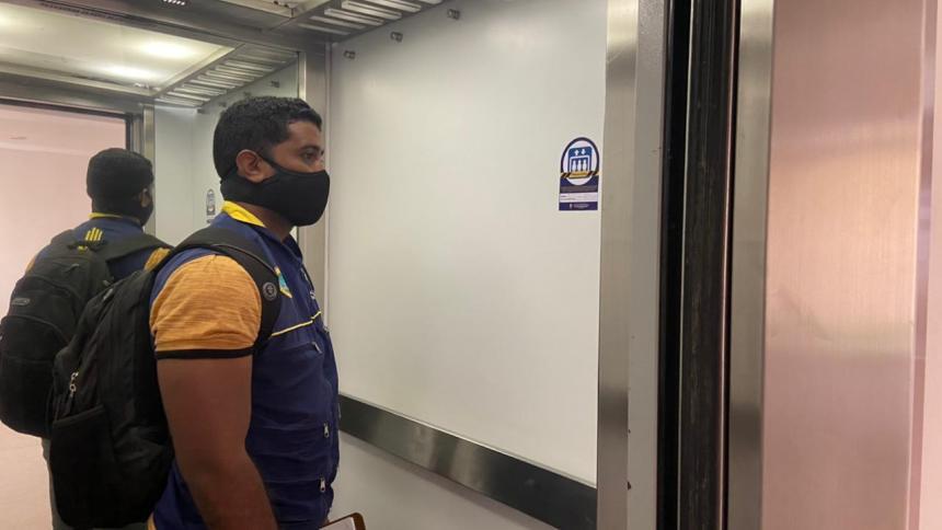 Dos muertos al desprenderse ascensor en edificio de Cartagena