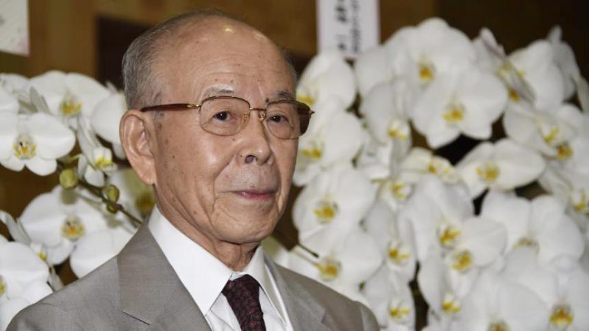 Muere el nobel de física japonés Isamu Akasaki, creador de las luces LED