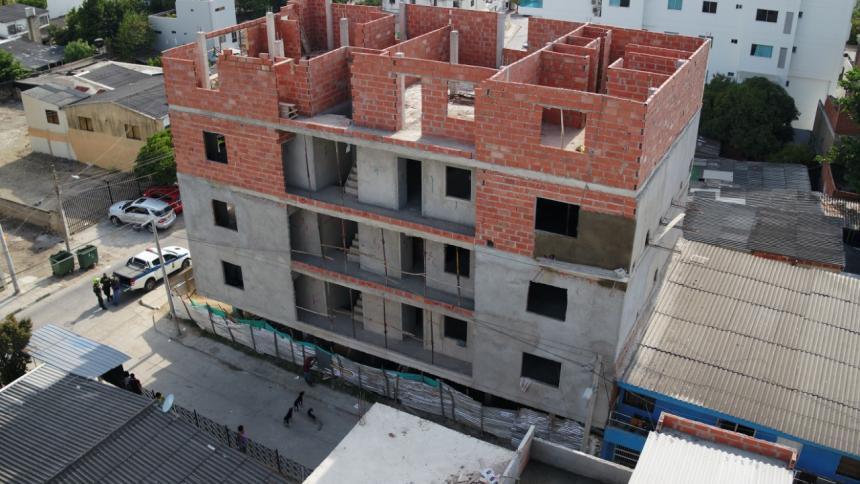 Sellan y acordonan edificio de 5 pisos en Cartagena