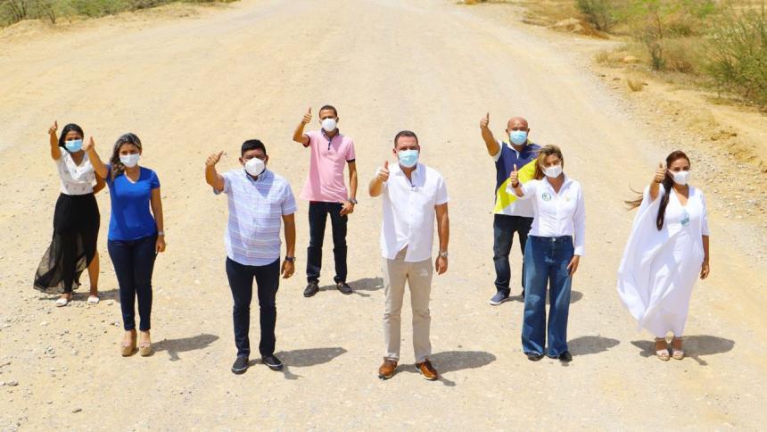Celebran adjudicación de pavimentación en vía de La Guajira