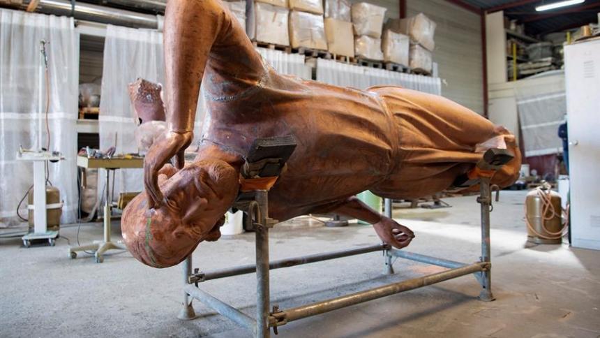Restauración de estatuas en Notre Dame a dos años del incendio