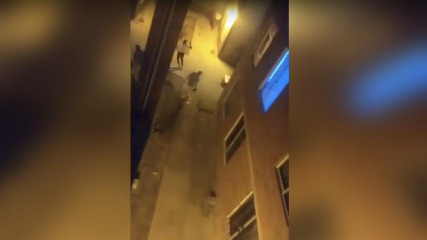 Atacan con piedras y botellas a policicías en Las Gardenías, Barranquilla